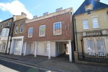 Flat to rent in Thames Street, Hampton...