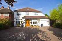 5 bed home in High Street, Hampton...