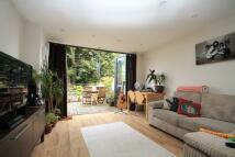 Flat to rent in High Street, Hampton Hill