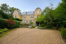 6 bed property in Kingston Hill...
