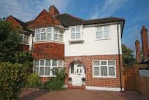 5 bedroom home in Beechcroft Avenue...