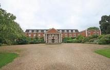 2 bedroom Flat in Molesey Park Road...