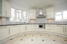 4 bedroom Flat in Kersfield Road, Putney