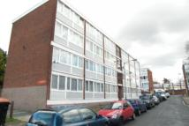 3 bed Flat to rent in Holybourne Avenue...