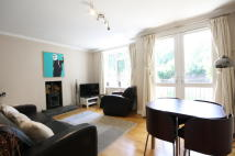 3 bedroom Flat in Whitnell Way, London