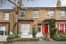 3 bed property in Houblon Road, Richmond