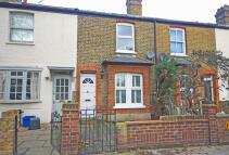3 bedroom home in Lower Mortlake Road...