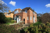 2 bedroom Detached house in Bishops Close, Ham