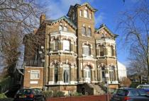 1 bedroom Flat in Rosslyn Road...