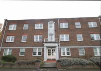 2 bedroom Flat in Home Park Walk, Kingston