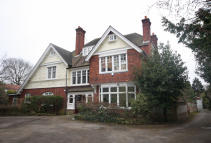 Flat for sale in Langley Avenue, Surbiton