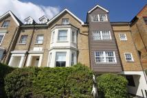 Flat in Surbiton Hill Park...