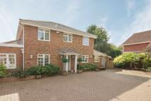4 bedroom property in Dunton Close, Surbiton