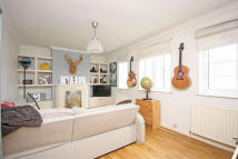 2 bed Flat in Central Parade, Surbiton