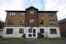 Flat to rent in Hook Road, Surbiton