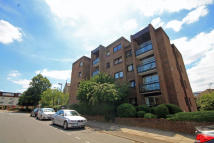 2 bedroom Flat to rent in Avenue Elmers, Surbiton