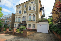 Flat to rent in Manor Court, Surbiton