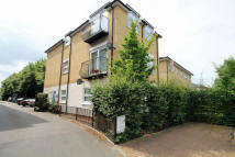 Flat to rent in Portsmouth Road, Surbiton