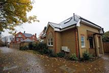 2 bed property in Aspen Close, Teddington