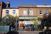 2 bedroom home in Railway Road, Teddington