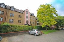 2 bedroom Flat in Cloister Close...
