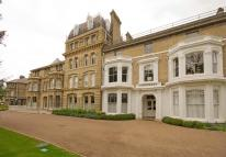 Flat to rent in Langdon Park, Teddington