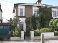 1 bed Flat to rent in Queens Road, Teddington...