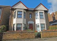 2 bedroom Flat for sale in London Road, Twickenham