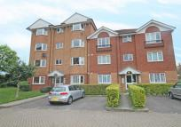 Flat to rent in Varsity Drive, Twickenham
