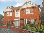 Flat in Holly Road, Twickenham