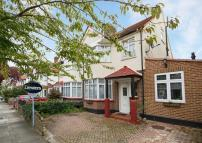 4 bed property for sale in Radnor Road, Twickenham