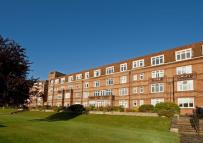 2 bed Flat to rent in Thames Eyot, Twickenham