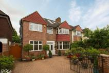 5 bedroom home in Chertsey Road, Twickenham