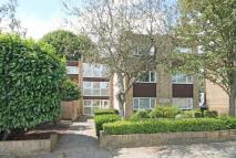 Flat to rent in Manor Road, Twickenham...