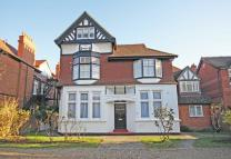 2 bedroom Flat in Walpole Gardens...