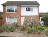 Flat to rent in Chertsey Road,...