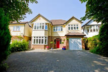 Detached home in The Avenue, Lower Sunbury