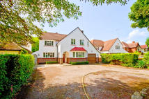 4 bedroom Detached home in The Avenue, Lower Sunbury