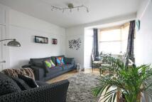 2 bedroom Flat to rent in Becklow Road...
