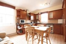3 bed Flat to rent in Collingbourne Road...
