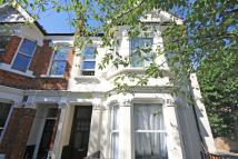 Flat in Eynham Road, London