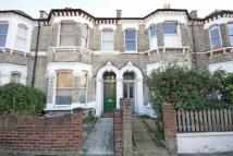 Flat to rent in Arminger Road...