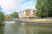 2 bed Flat in Hampton Court Way...