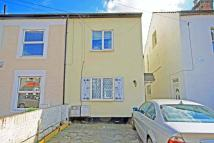 Pears Road Flat to rent