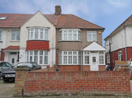 3 bedroom house in Central Avenue, Hounslow