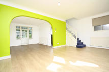 3 bed house to rent in The Close, Isleworth