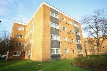 2 bed Flat in Aplin Way, Isleworth