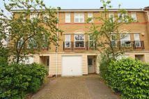 4 bed property to rent in Pulteney Close, Isleworth