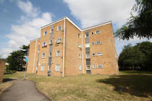 2 bed Flat for sale in Aplin Way, Isleworth
