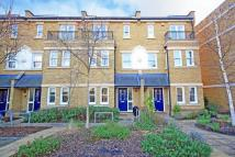 4 bedroom house in Admiralty Way, Teddington